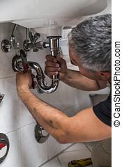 especialista, plomero, reparaciones, cuarto de baño, grifo, macho
