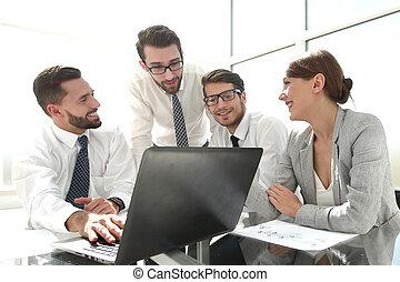 esperando, online, resultados, equipe negócio