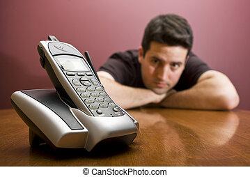 esperar, teléfono., miradas, hombre