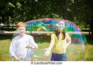 espiègle, bulles, attraper, enfants, savon