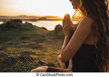 espiritual, conceito, sunrise., mulher, sozinha, emocional, orando