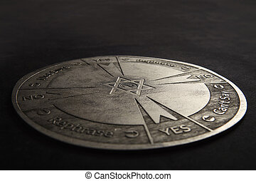 espiritual, usado, pêndulo, comunicação, mapa, madeira, esculpido, redondo