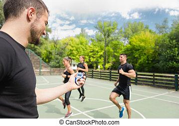 esportes, treinador, com, cronômetro