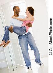 esposa, tenencia, nuevo hogar, sonriente, marido