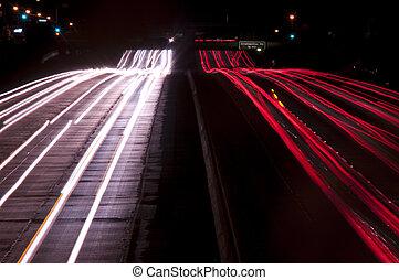 esposizione lunga autostrada, traffico, notte