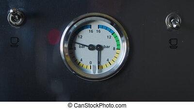 Espresso coffee machine pressure gauge during extraction