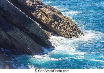espuma, ondas oceano, pedras brancas, bata
