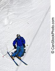 esquiador, ligado, um, declive