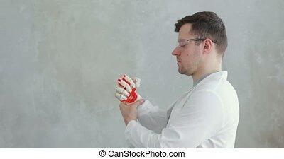 essais, mouvement, conduites, prothétique, main, scientifique, robotique, fingers., portrait, essayer, ingénieur