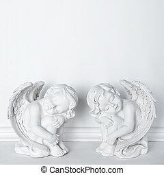 estátuas, de, dormir, cupids, branco, fundo, com, espaço cópia, para, texto