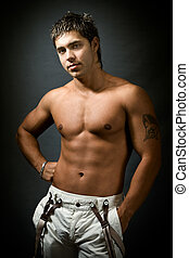 estúdio, retrato, de, shirtless, excitado, muscular, homem