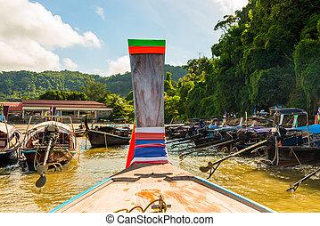 estacionado, tradicional, de madera, tailandés, barcos, cerca, el, orilla