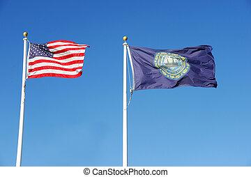 estado de nueva hampshire, bandera, y, estados unidos de américa, bandera nacional, ondulación, debajo, cielo azul