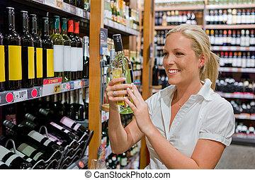 estante, mujer, supermercado, vino