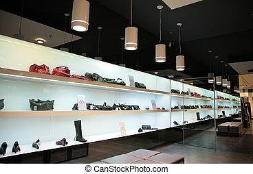 estantes, en, tienda, con, bolsas, y, shoes