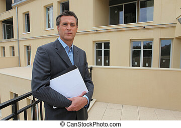 estate-agent, udenfor, egendom, stod