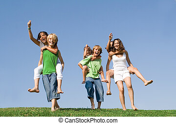 estate, bambini scuola, gruppo, campeggiare, race., o, spalle, detenere