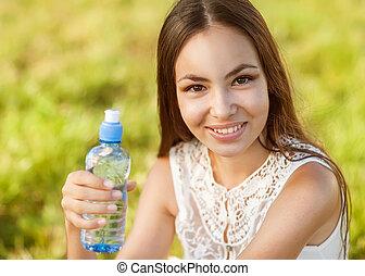 estate, donna, presa a terra, giovane, faccia, acqua, bottiglia, mezzo, ritratto