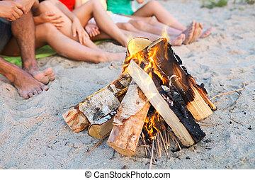 estate, seduta, spiaggia, fine, amici