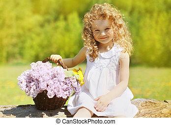 estate, soleggiato, ritratto, charmant, riccio, piccola ragazza, con, floreale, bas