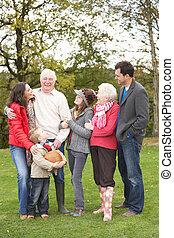 estendido, grupo, família, campo, passeio, através