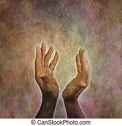 estendido, parchm, mãos masculinas