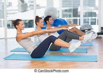 esteras, clase yoga, extensión