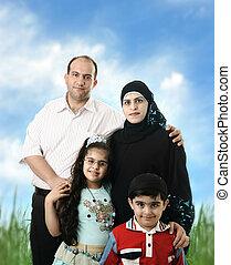 esterno, famiglia, musulmano, quattro, membri, arabo