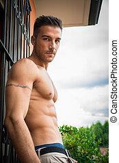 esterno, shirtless, giovane, muscolare, bello, uomo