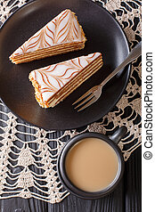 estherhazy, close-up, verticaal, bovenzijde, koffie, stukken, taart, tafel., melk, aanzicht