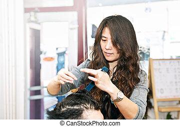 estilista pelo, trabajando