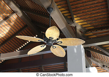 estilo colonial, ventilador, techo