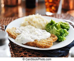 estilo, filete, meridional, salsa, sazonado con pimienta, pollo, frito, leche