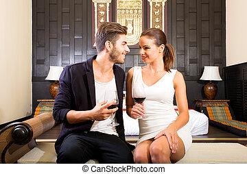 estilo, habitación, pareja, hotel, joven, vidrio, asiático, ...