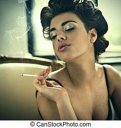 estilo, moda, mulher, retro, fumar, retrato, braço cadeira
