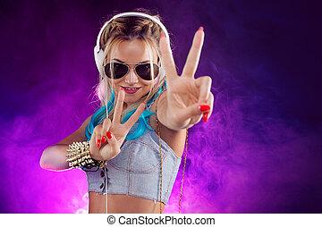 estilo, moderno, joven, música club, retro, escuchar, niña,...