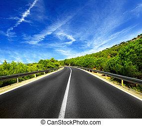 estrada asfalto, azul, céu, com, nuvens