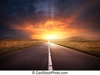 estrada, guiando, em, um, pôr do sol