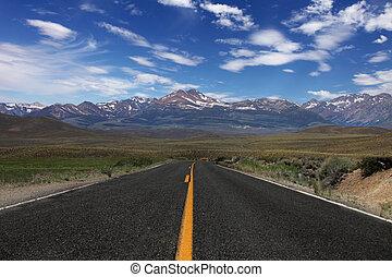 estrada rural, sierras, oriental