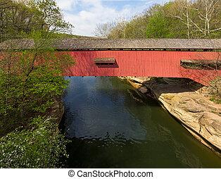 estrecho, puente cubierto, en, pavo, corra
