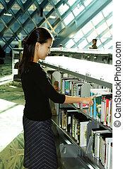 estudante, em, biblioteca