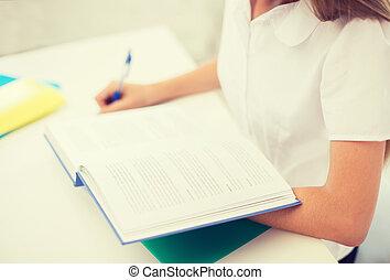 estudante, menina, escrita, em, caderno, em, escola