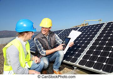 estudante, mostrando, solar, menina, painéis, tecnologia, homem
