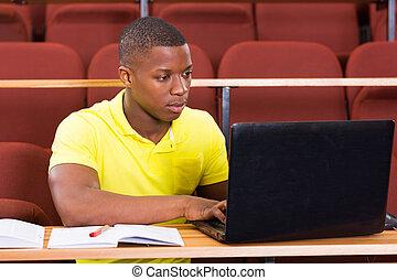 estudante universidade, africano, usando, macho, laptop