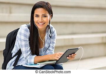 estudante universitário, segurando, tabuleta, computador