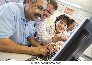 estudantes, ajudando, terminais, computador, adulto, ...