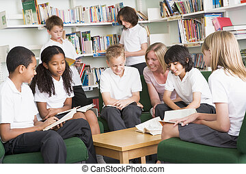 estudantes, biblioteca escola, trabalhando, júnior