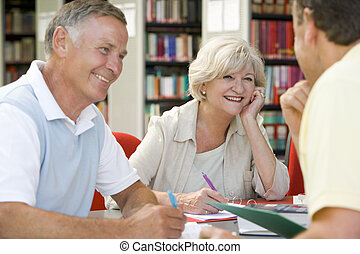 estudantes, biblioteca, junto, trabalhando, adulto