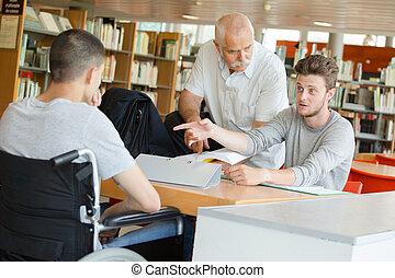 estudantes, biblioteca, trabalhando, professor