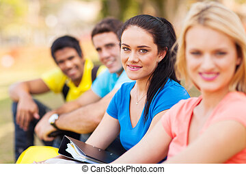 estudantes colégio, sentando, ao ar livre